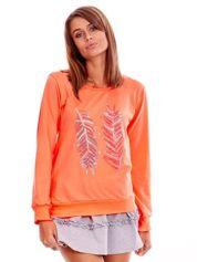 Brzoskwiniowa lekka bluza z nadrukiem piór