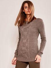 Ciemnobeżowy sweter z warkoczem