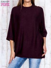 Ciemnobrązowy luźny sweter oversize z bocznymi rozcięciami