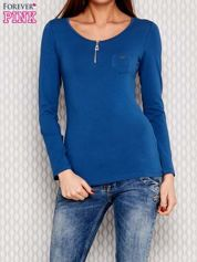 Ciemnoniebieska bluzka z dekoltem na suwak