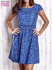 Ciemnoniebieska denimowa sukienka z wycięciem na plecach