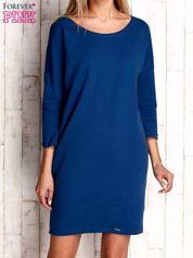 Ciemnoniebieska sukienka oversize
