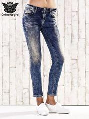 Ciemnoniebieskie marmurkowe regular jeans
