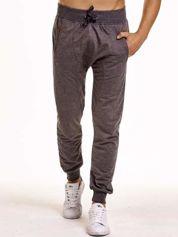 Ciemnoszare gładkie spodnie męskie ze skórzanymi wstawkami