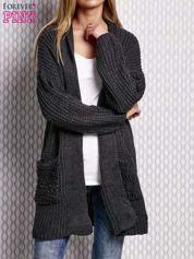 Ciemnoszary sweter w dzianinowy wzór