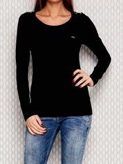 Czarna bluzka ze sznurowaniem na ramionach