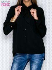 Czarna koszula ze wstążką