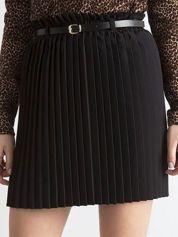 Czarna plisowana spódnica z paskiem