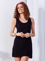 Czarna sukienka cut out