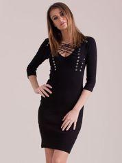 Czarna sznurowana sukienka w prążek