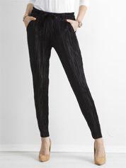 Czarne plisowane spodnie