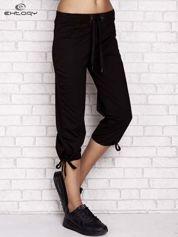 Czarne spodnie dresowe capri z ozdobnym przeszyciem w pasie