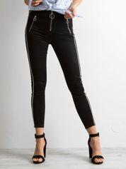 Czarne spodnie slim fit z suwakami