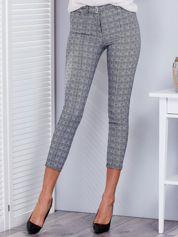 Czarno-białe spodnie w kratkę