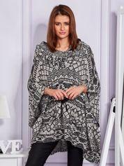 Czarny drapowany sweter we wzory