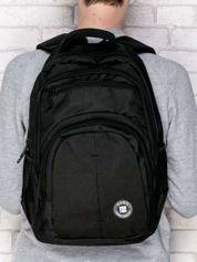 Czarny gładki plecak szkolny z kieszeniami