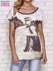 Czarny koronkowy t-shirt z nadrukiem dziewczyny