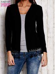 Czarny otwarty sweter z frędzelkami
