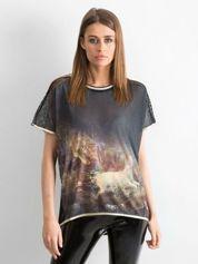 Czarny t-shirt z grafiką animal print i siateczkowym tyłem
