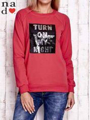 Czerwona bluza z podwójną naszywką z cekinów