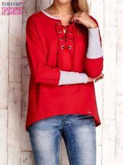 Czerwona bluza z wiązaniem i szerokim ściągaczem