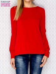 Czerwona bluzka z rozcięciami na rękawach
