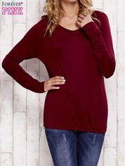 Czerwona bluzka ze ściągaczem na dole