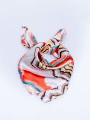 Czerwona chusta apaszka w wielobarwne wzory