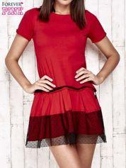 Czerwona sukienka dresowa z kontrafałdami i tiulem w groszki