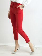 Czerwone spodnie cygaretki z paskiem
