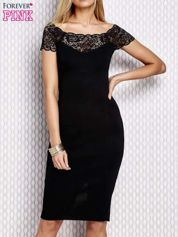 Dopasowana sukienka z koronkową wstawką czarna