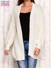 Ecru fakturowany otwarty sweter
