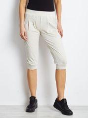 Ecru spodnie dresowe typu capri