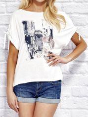 Ecru t-shirt z kobiecym nadrukiem