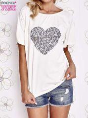 Ecru t-shirt z napisem JE T'AIME i dekoltem na plecach