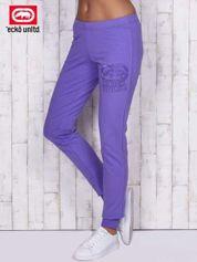 Fioletowe spodnie dresowe z naszywką