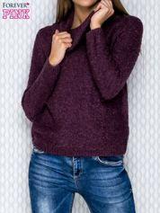 Fioletowy sweter bouclé z szerokim kołnierzem