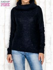 Granatowy sweter z lureksową nitką