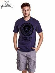 Granatowy t-shirt męski z napisem MAMA IST