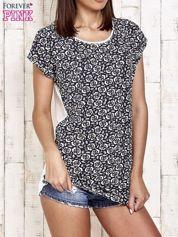 Granatowy t-shirt w kwiatuszki