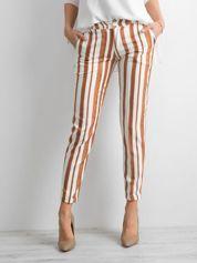 Jasnobrązowe spodnie w paski