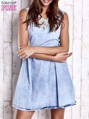 Jasnoniebieska jeansowa sukienka z koronkową wstawką