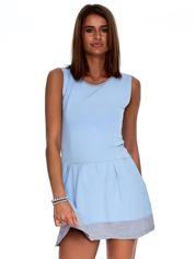Jasnoniebieska sukienka z szarym wykończeniem
