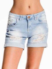 Jasnoniebieskie jeansowe szorty z przetarciem