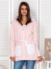 Jasnoróżowa bluza z pikowanymi kieszeniami