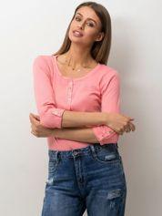 Jasnoróżowa bluzka w drobny ażurowy wzór z guzikami