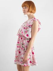 Jasnoróżowa sukienka w kwiatowe wzory
