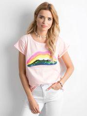Jasnoróżowy t-shirt z cekinowymi ustami