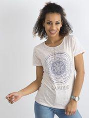 Jasnoróżowy wzorzysty t-shirt damski