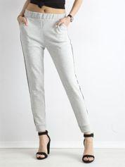 Jasnoszare spodnie dresowe z lampasem